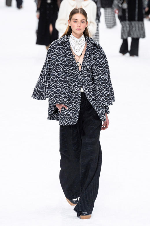 1dc58cdcb8a0b مجموعة شانيل chanelمن الملابس الجاهزة لخريف وشتاء 2019 2020