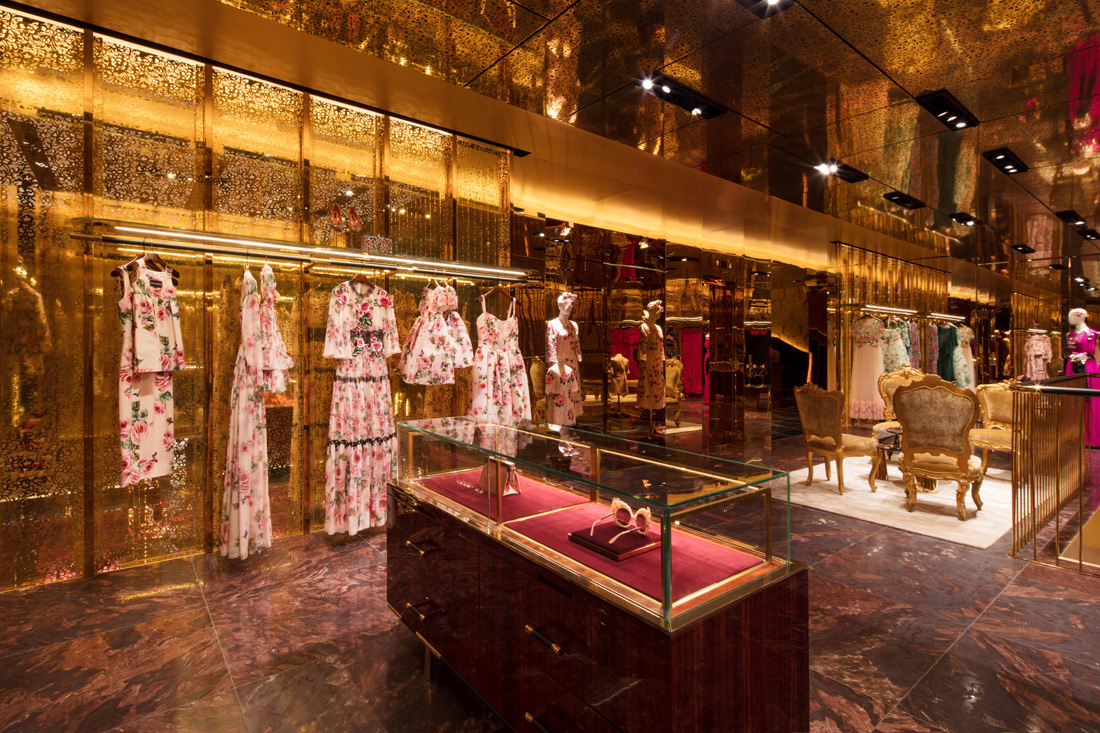 91408e15b7b3 It's at the heart of the Fashion Avenue Expansion of the Dubai Mall that  the new Dolce & Gabbana boutique has seen the light. Hosting the Women, Men  and ...