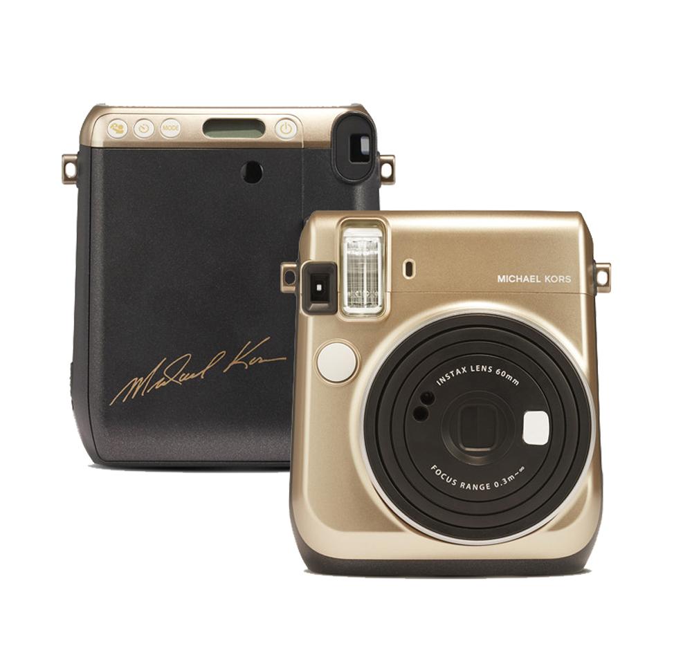 b9b6d18a8 كاميراInstax Mini 70 Instant Film الفوريّة تنتج عن تعاون مايكل كورس مع فوجي  فيلم